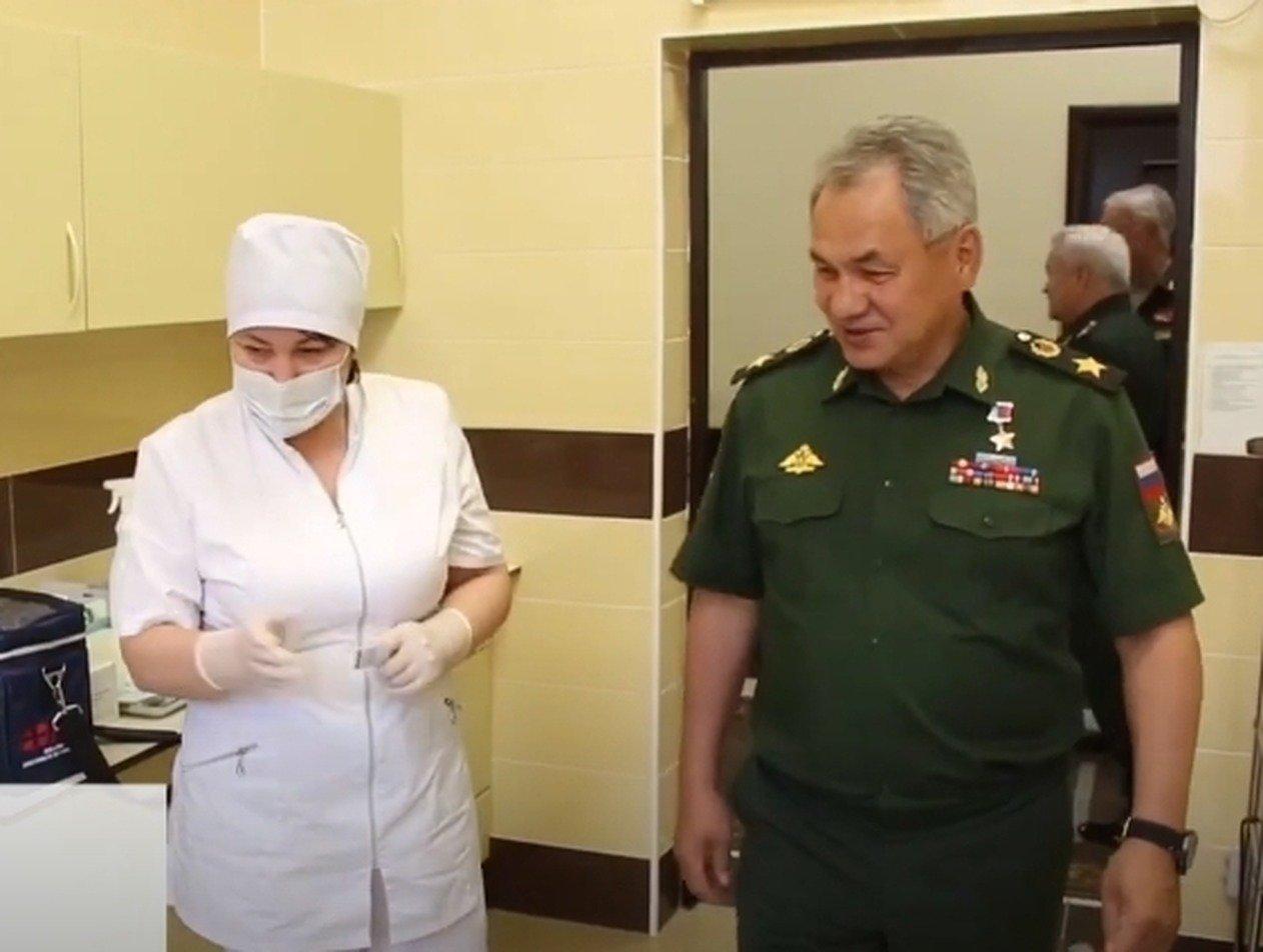 Собянин и Шойгу сделали прививку от коронавируса