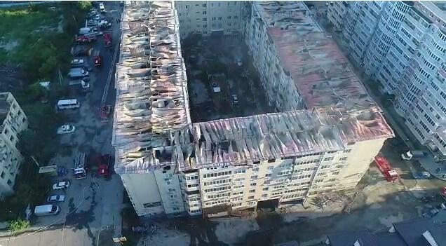 Полыхающую многоэтажку в Краснодаре сняли на видео