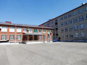 В Краснодаре школьницу отсадили от детей из-за отказа измерять температуру