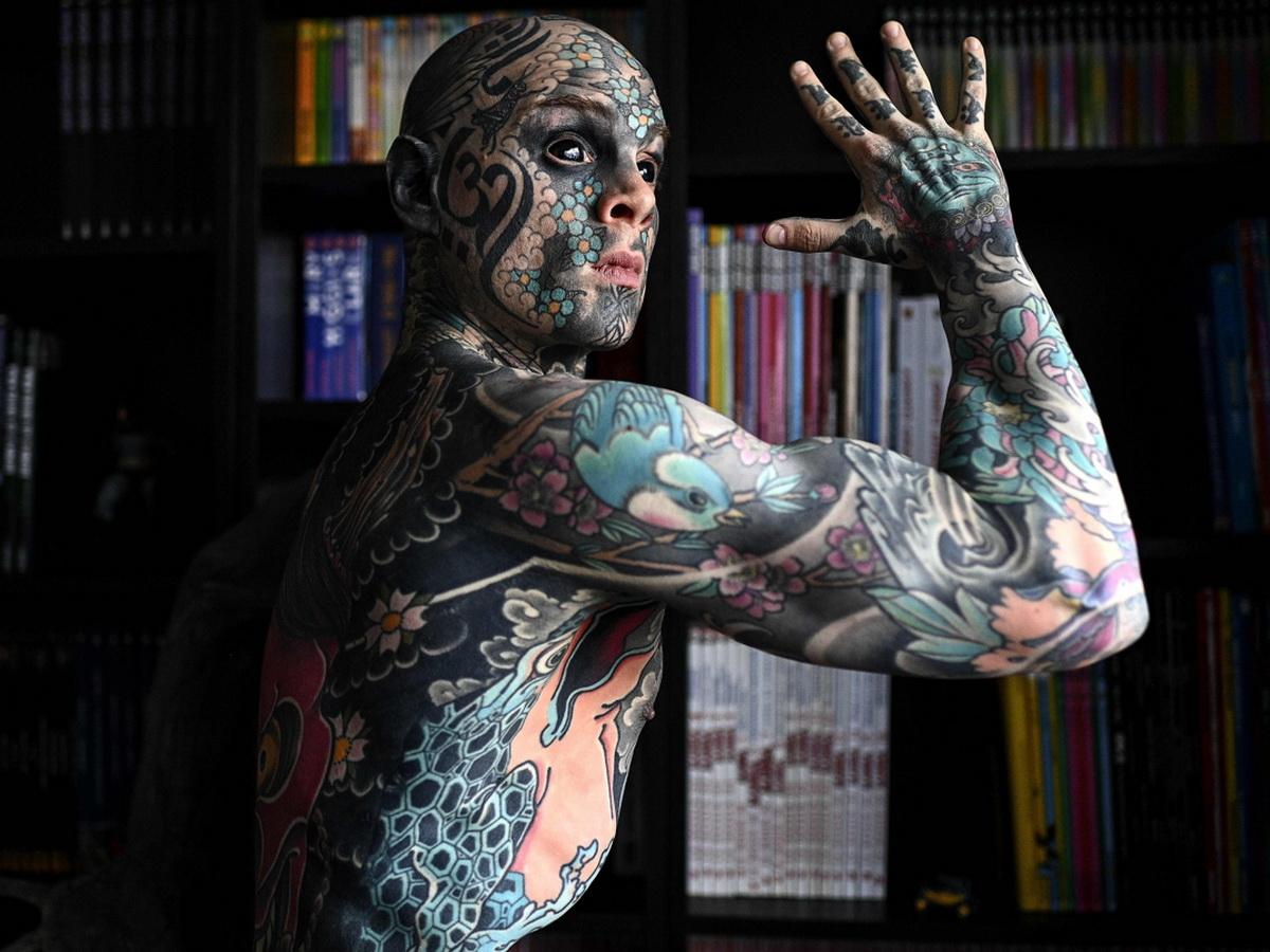 Учитель с татуировками