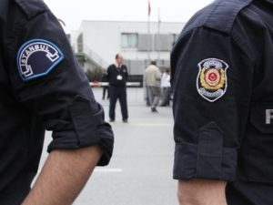 Российские туристки избили медсестру в Турции за просьбу надеть маску