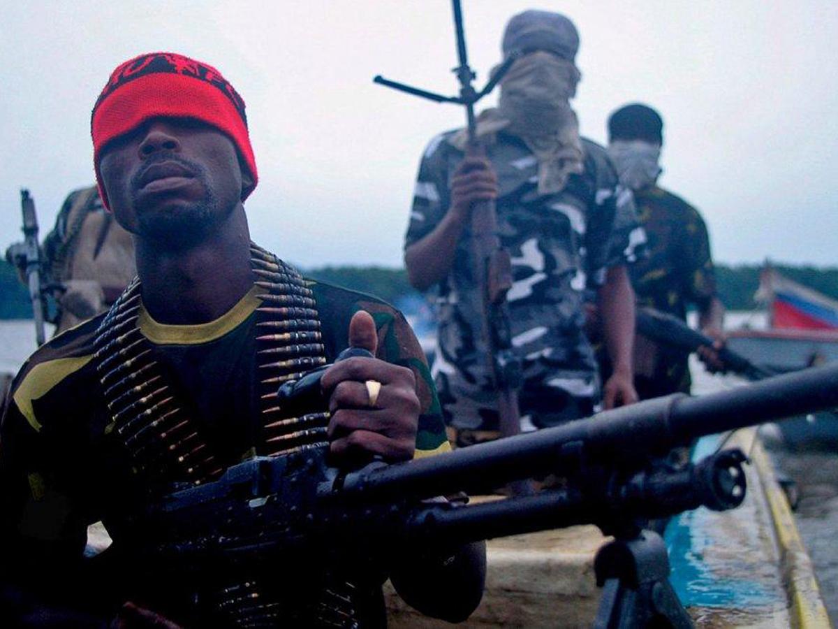 Уберегов Нигерии пиратами захвачены двое россиян