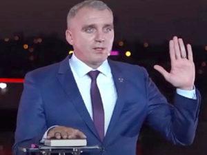 Украинский мэр на Библии поклялся в непричастности к коррупции