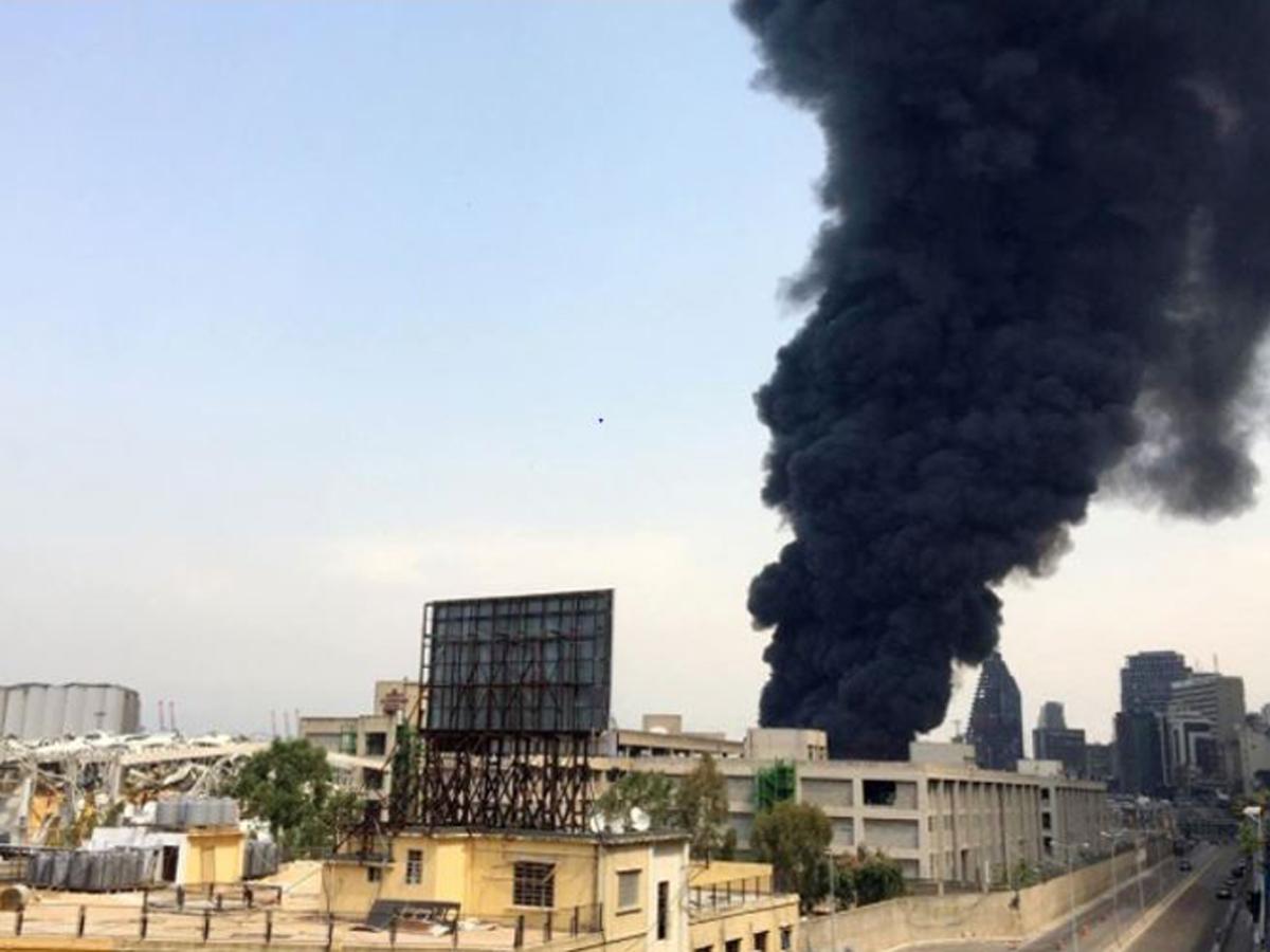 В порту Бейрута вспыхнул мощнейший пожар