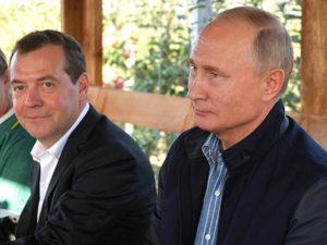 Путин на 55-летие Медведева наградил его орденом «За заслуги перед Отечеством»