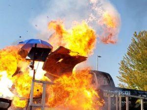 Взрыв автомобиля при проведении тестов попал на видео