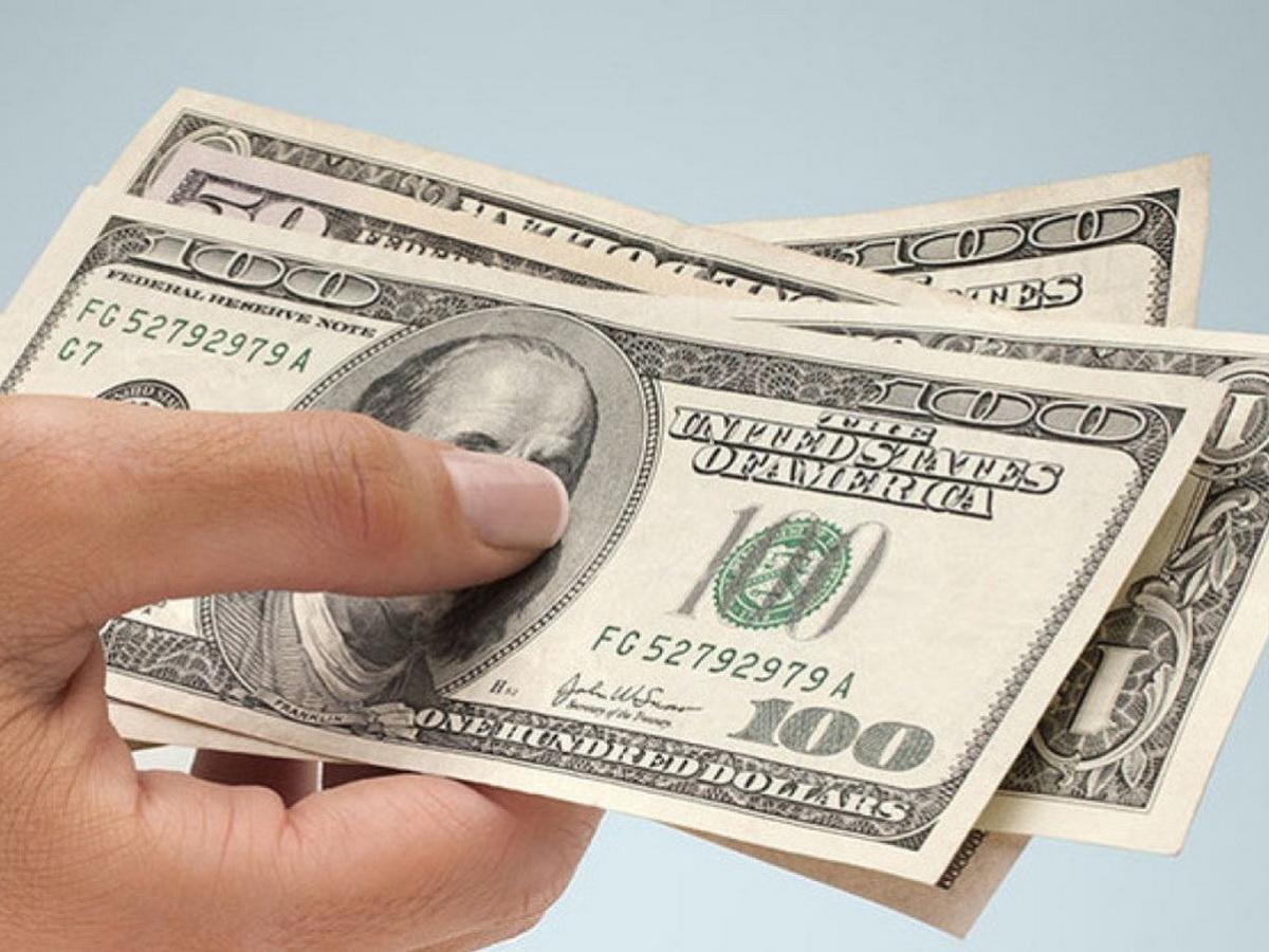 На российских биржах растут курсы мировых валют.