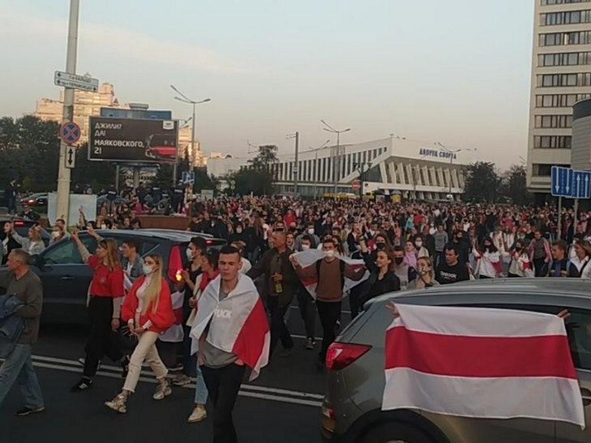 В Минске вспыхнули новые протесты: против митингующий применяют водометы