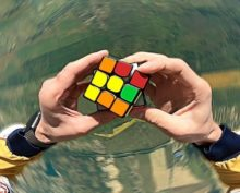 Американец собрал кубик Рубика, прыгнув с парашютом