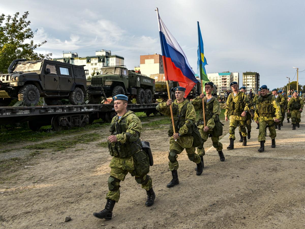 Псковские десантники прибыли на учения в Беларусь