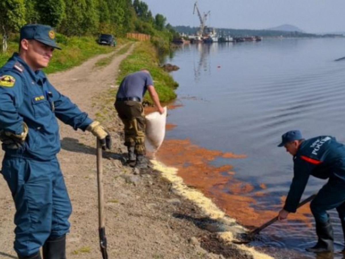 Разлив нефтепродуктов произошел вблизи Байкала. Введен режим ЧС