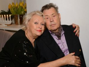«Мне переломали пальцы»: вдова Караченцова перенесла операцию