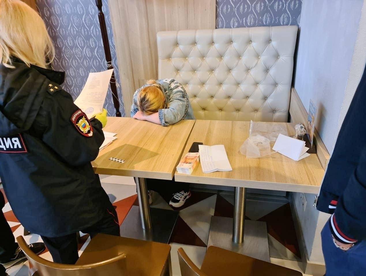 Россиянка пыталась продать младенца за 300 тысяч рублей ради сапог