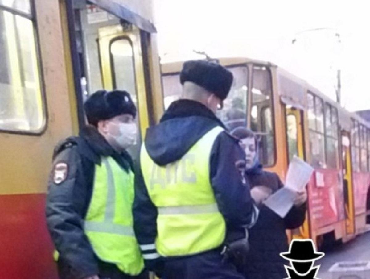 Скандал 17 барнаульских «ковид»-диссидентов в трамвае записали на видео