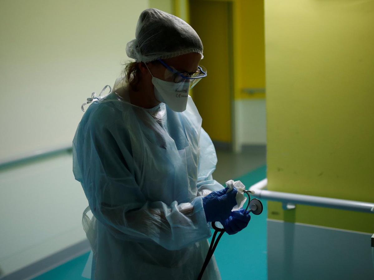 Впервые смерть повторный коронавирус