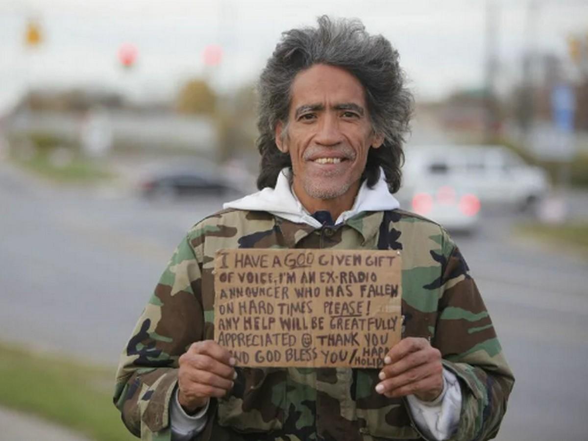 Бездомный мужчина прославился и изменил свою жизнь, благодаря своему голосу