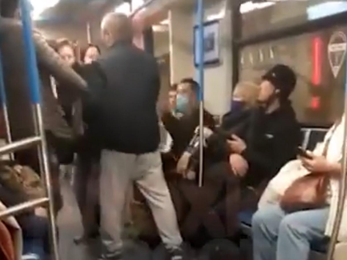 Напал в метро на кашлящую пассажирку