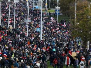 30 тысяч человек вышли на «Партизанский марш» в Минске