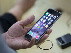 Эксперт назвал признаки прослушки смартфона