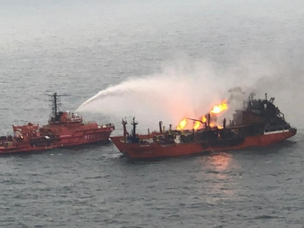 Взрывы на борту танкера в Азовском море: три моряка пропали без вести