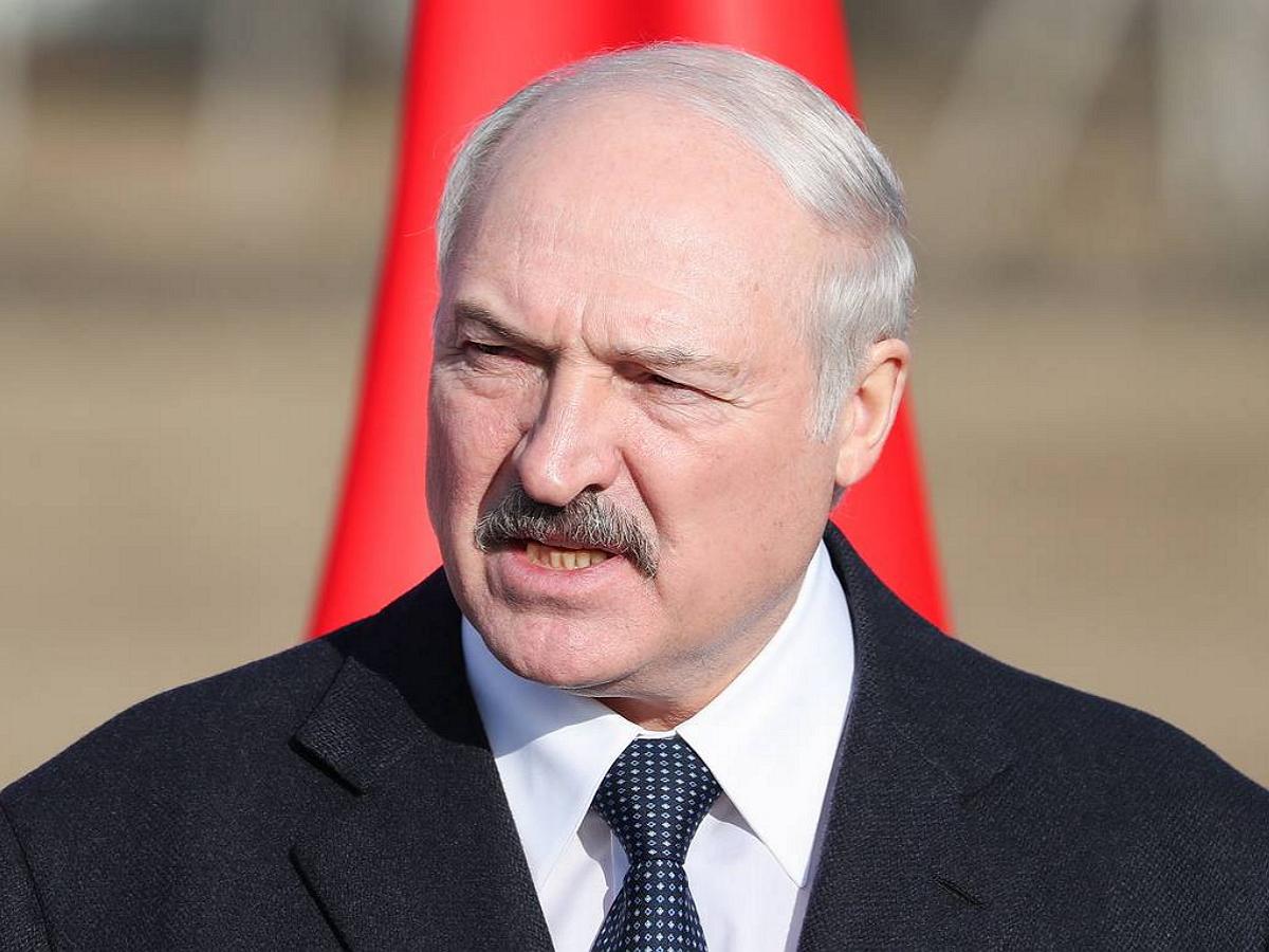 Политолог: Лукашенко намерен сбежать в Россию