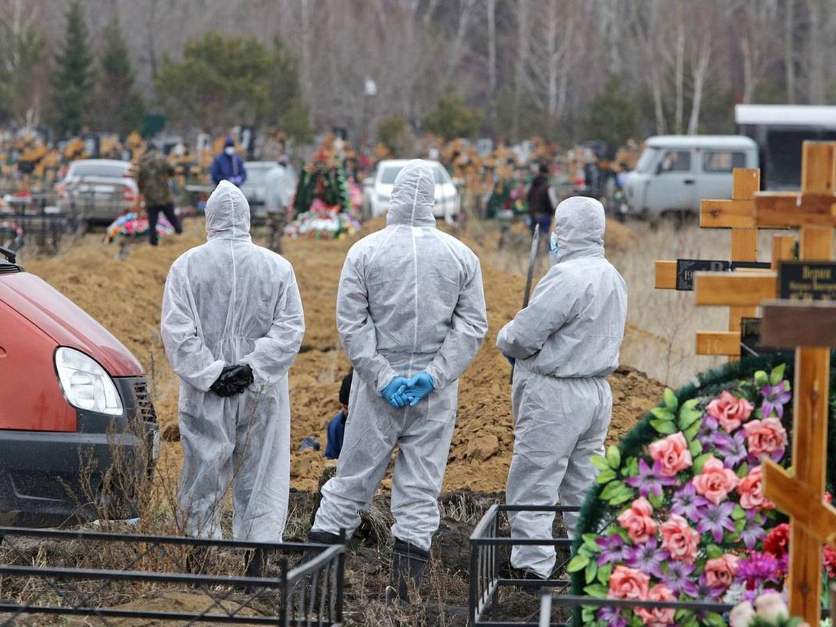 В Москве умерших от COVID-19 будут хоронить в гробах с прозрачными крышками