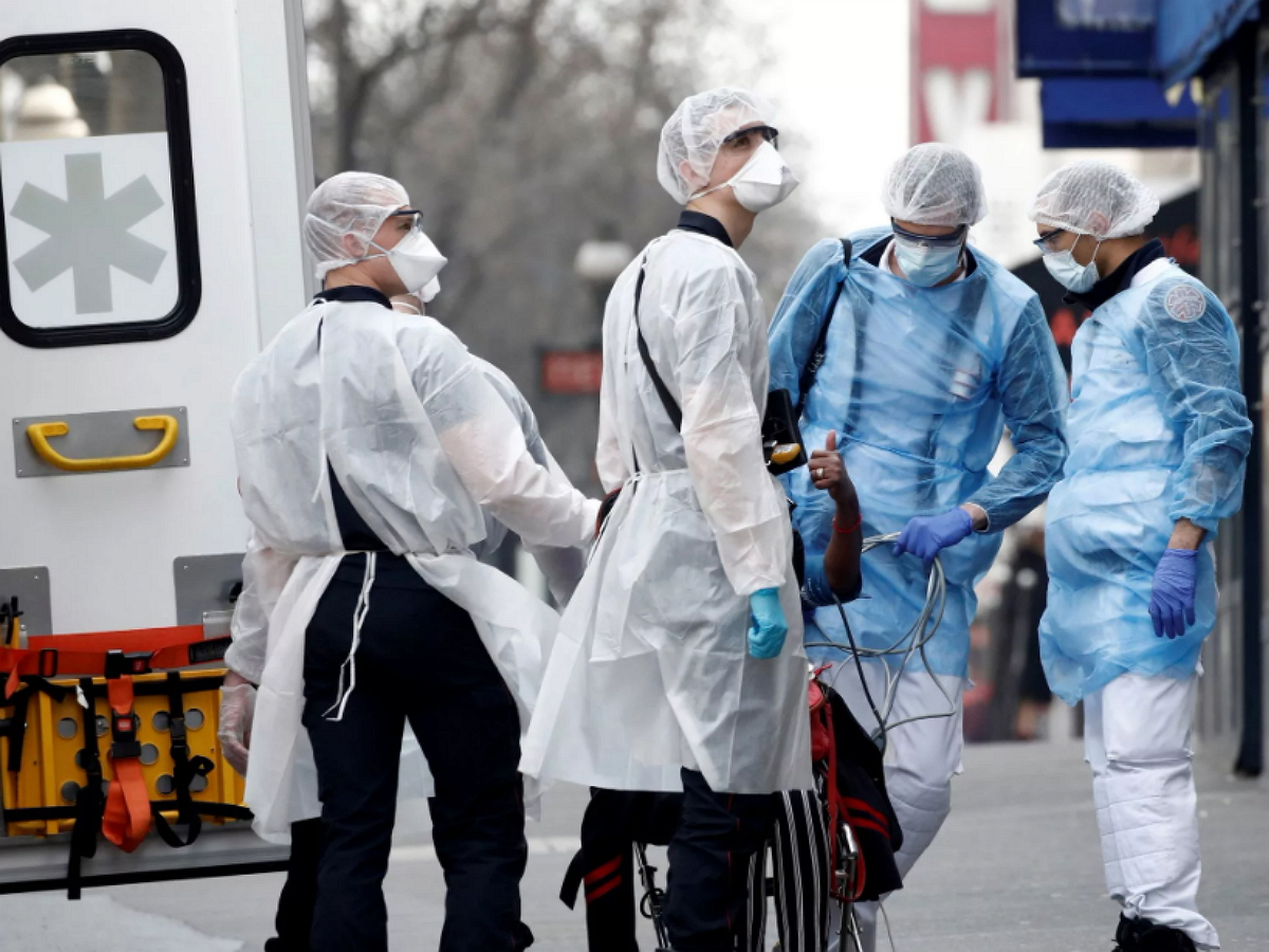 Эксперты дали прогноз по спаду заболеваемости COVID-19 в России