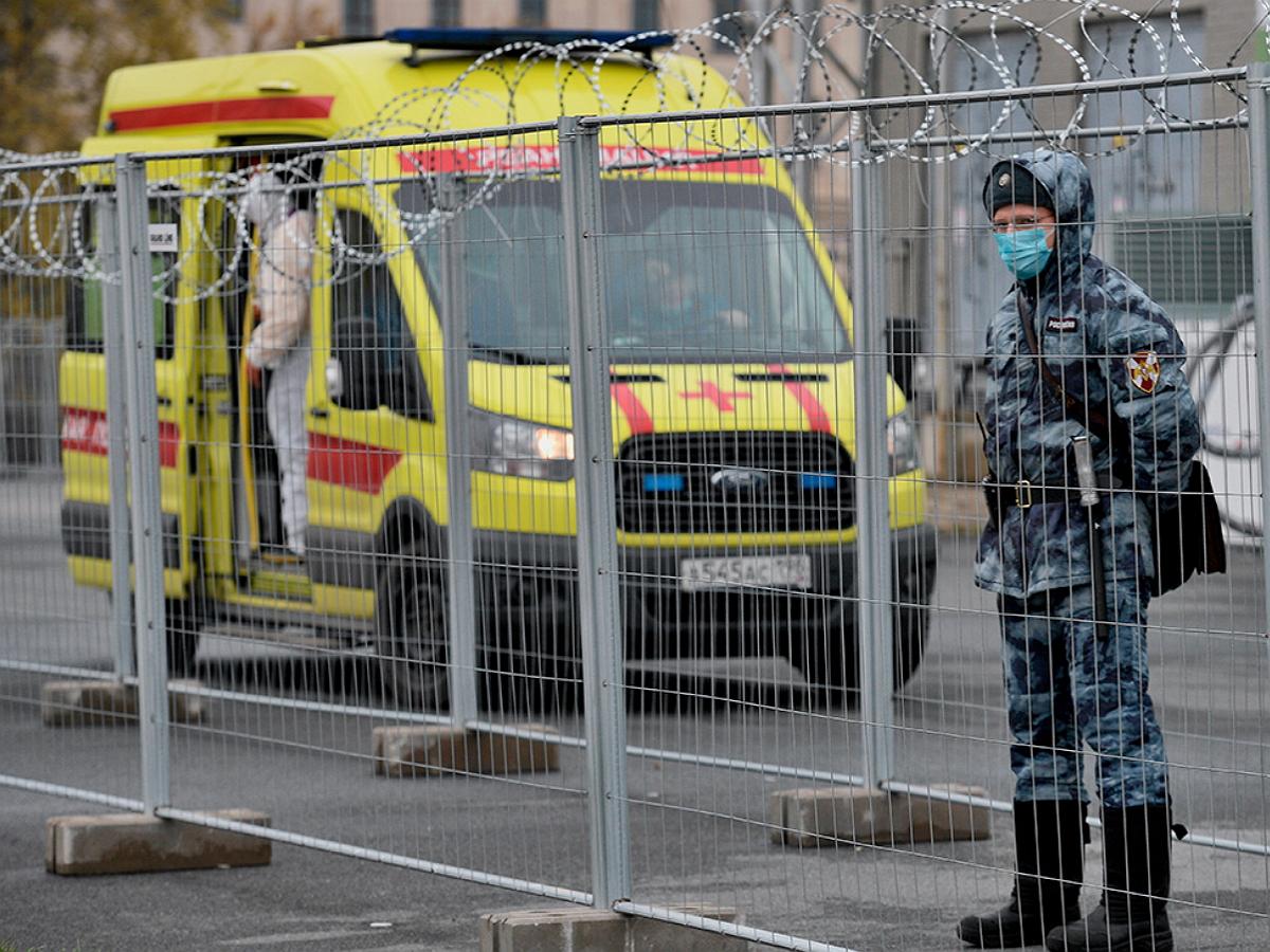 В Санкт-Петербурге назвали условия введения жесткого карантина