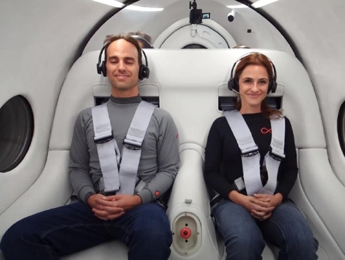 Вакуумный поезд Hyperloop с пассажирами на борту впервые испытали в США
