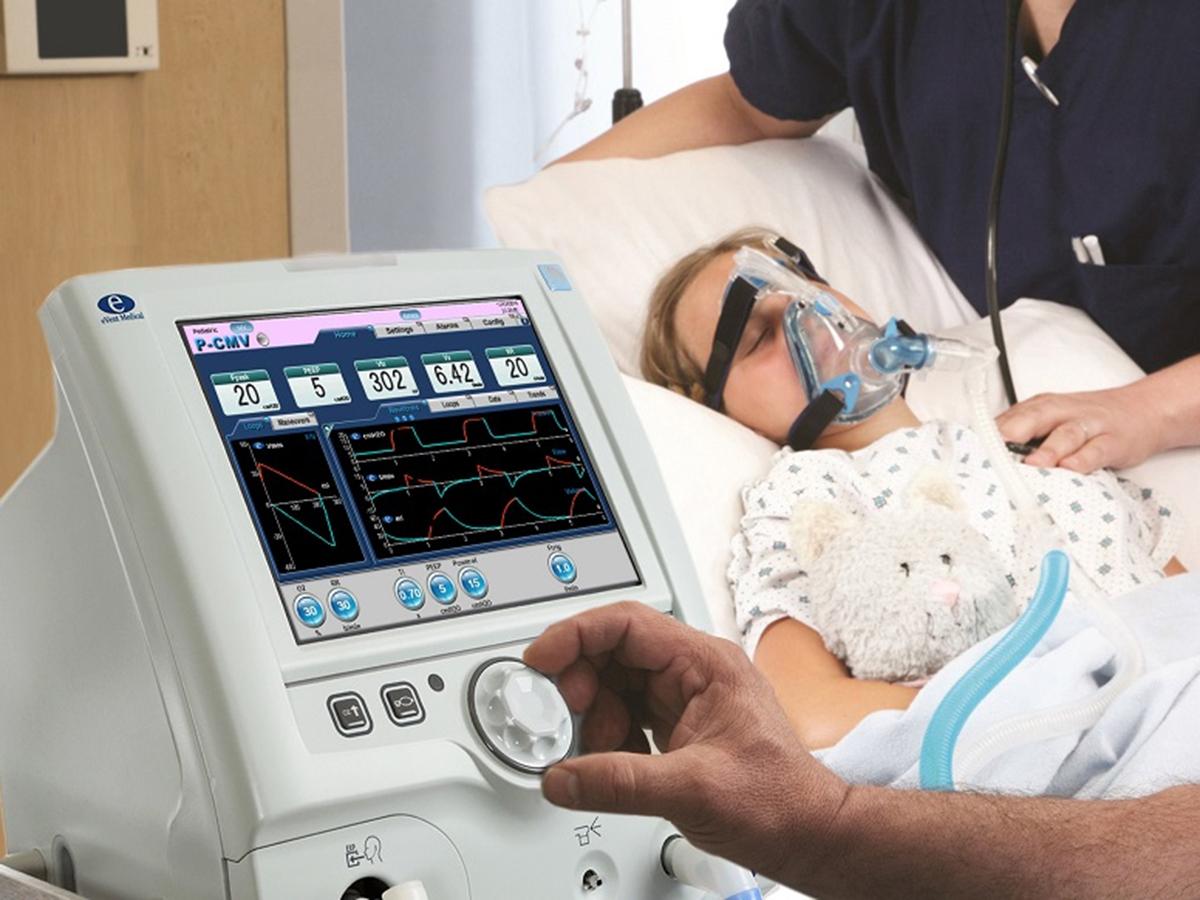 Пациент с коронавирусом на ИВЛ