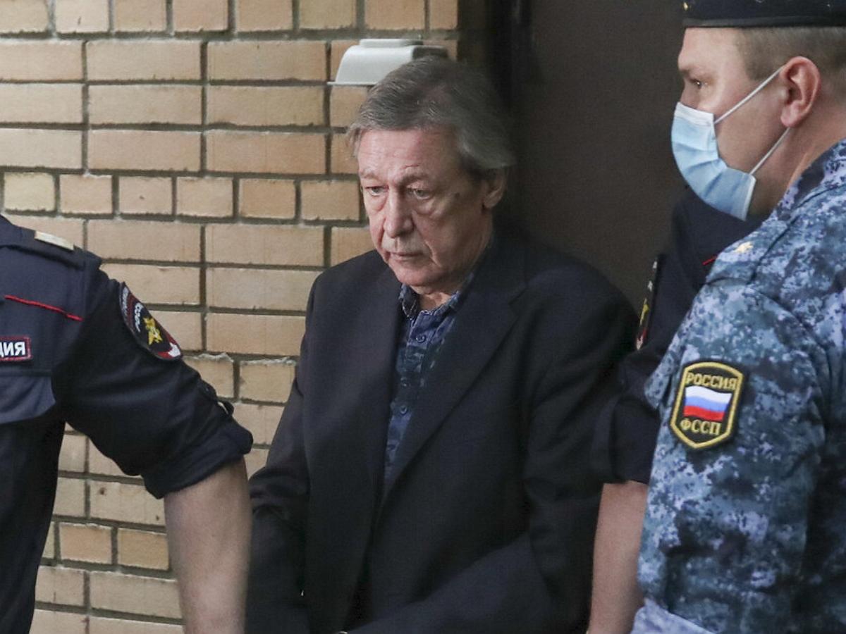 Ефремов намерен вернуть выплаченные потерпевшим 500 тысяч рублей