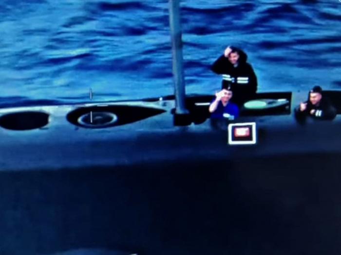 Российские моряки показали неприличный жест