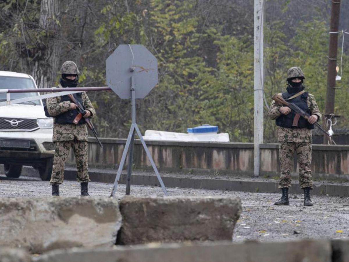 Азербайджанцы устроили провокацию в Нагорном Карабахе в форме российских военных