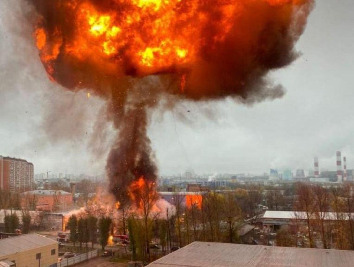 На юге Москвы загорелся склад с газовыми баллонами: начались взрывы