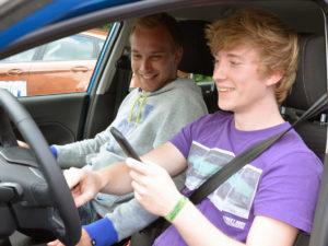 в России могут разрешить водить авто в 17 лет