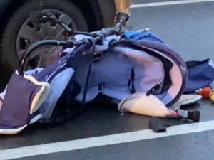 В Петербурге автомобиль сбил на переходе коляску с малышом и его сестру