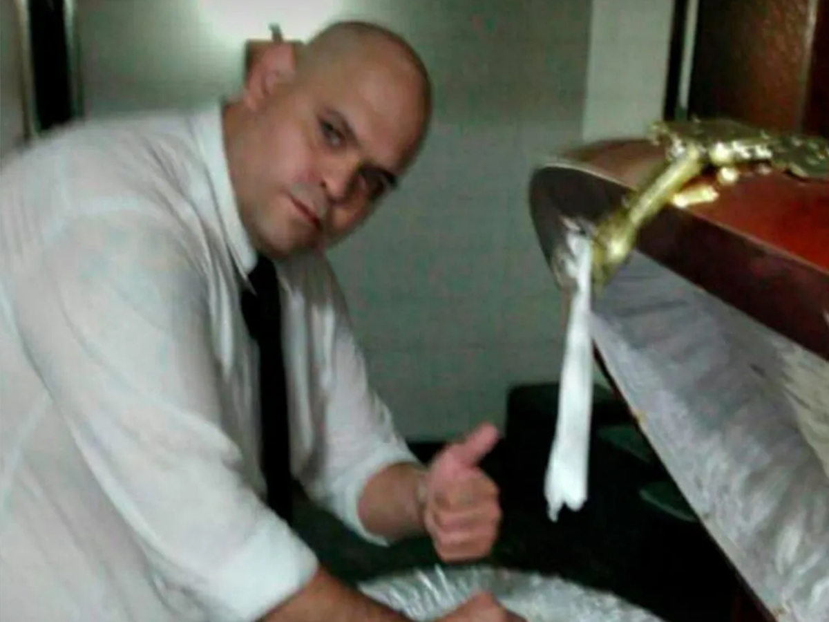 Сотрудник похоронного бюро и Марадона