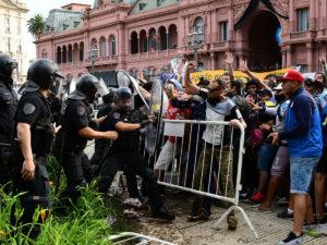 В Буэнос-Айресе беспорядки на похоронах Диего Марадоны