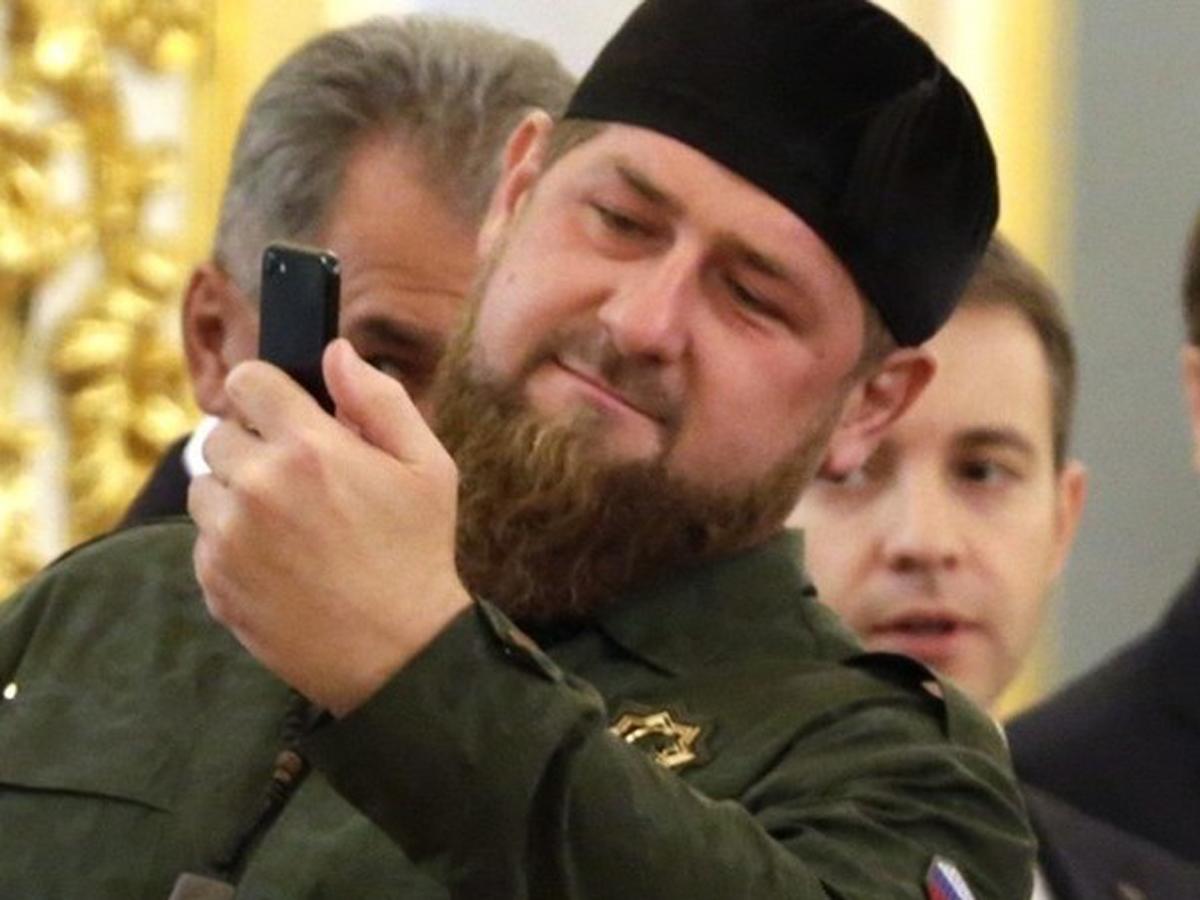 В детском центре стены украсили героями Чечни