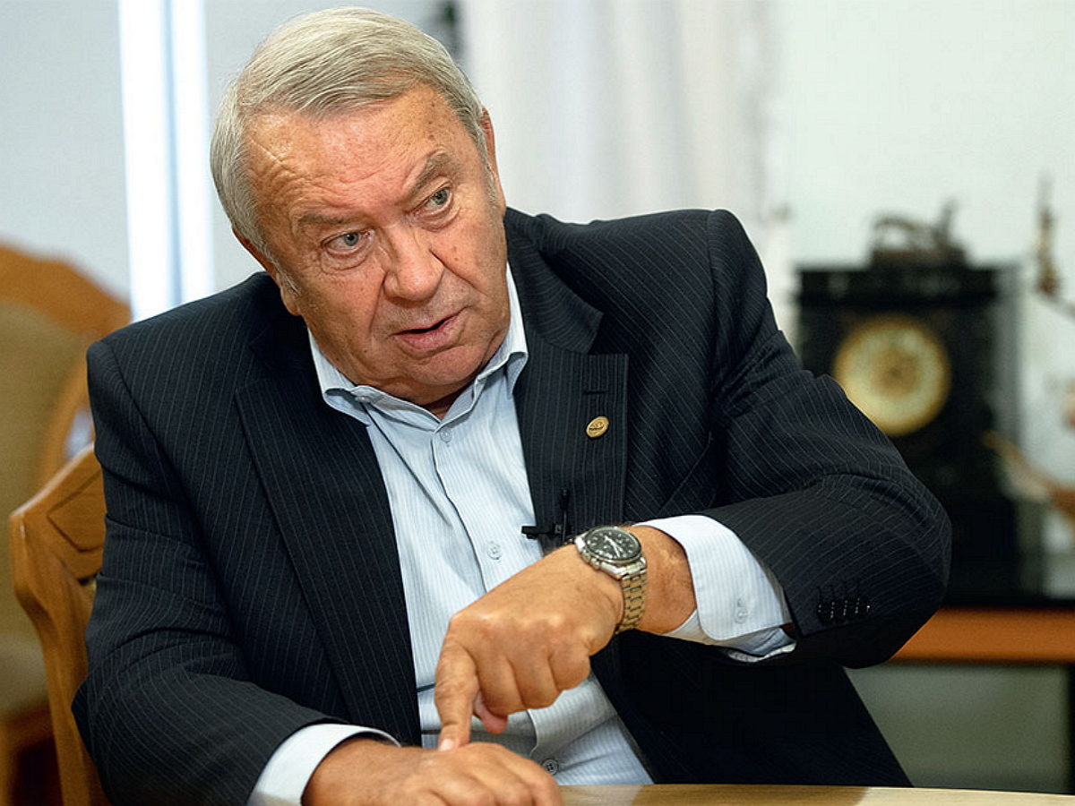 Умер заразившийся COVID-19 экс-глава РАН академик Фортов