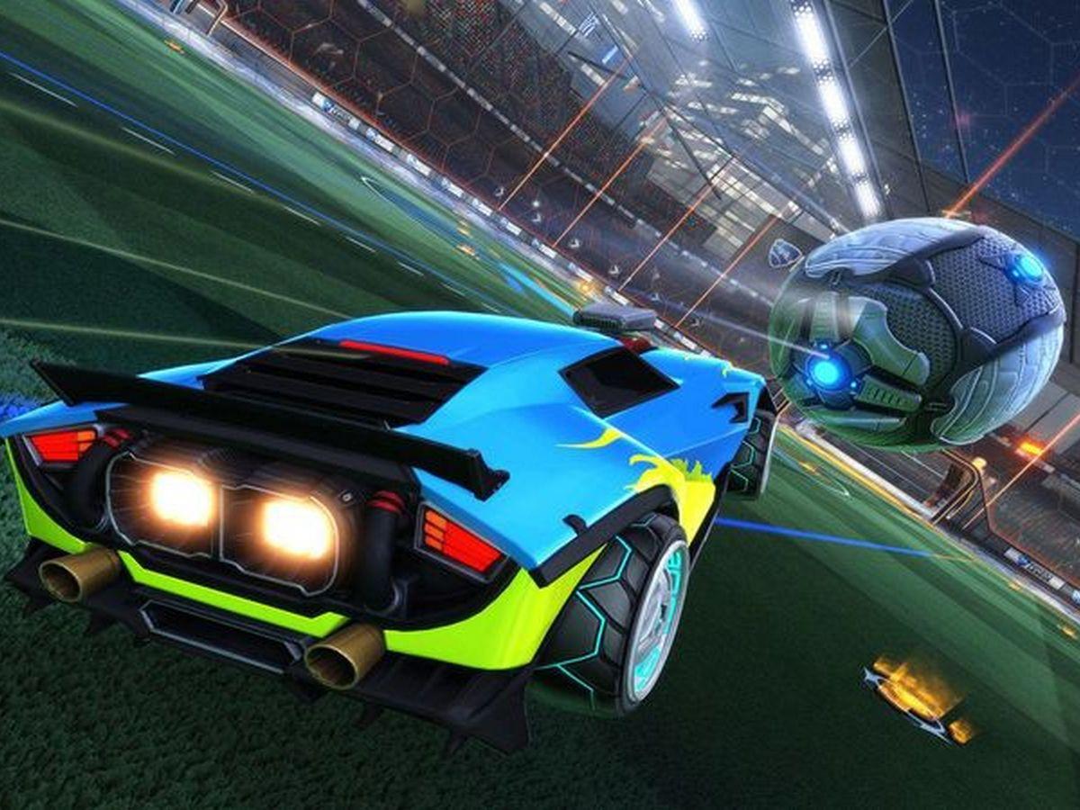 Интернет-пользователь задействовал в игре Rocket League более ста автомобилей
