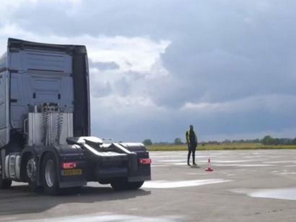 Гонки 44-тонных тягачей собрали около 2 млн просмотров
