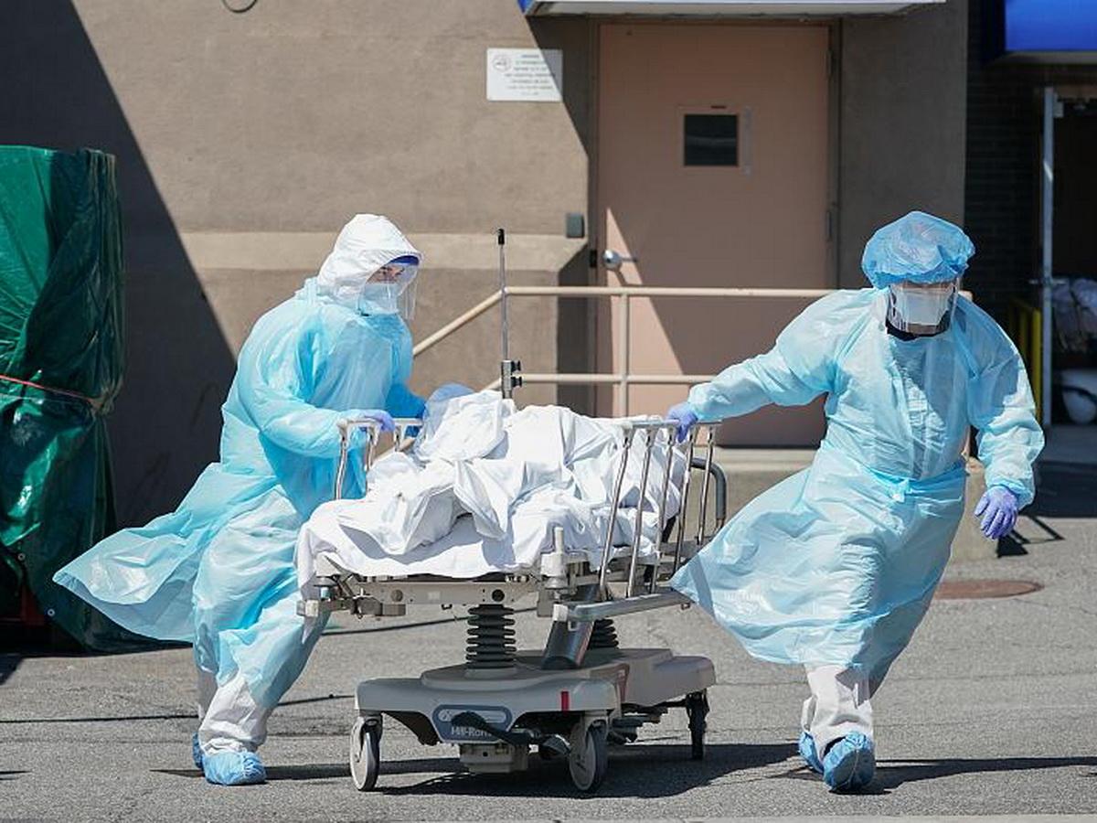 В России за сутки впервые умерло более 400 человек с коронавирусом