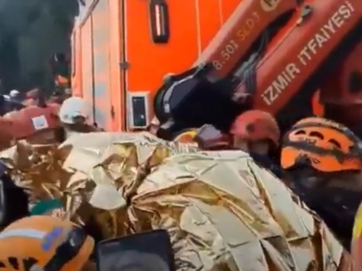 В Турции трехлетнюю девочку спасли спустя 65 часов после землетрясения