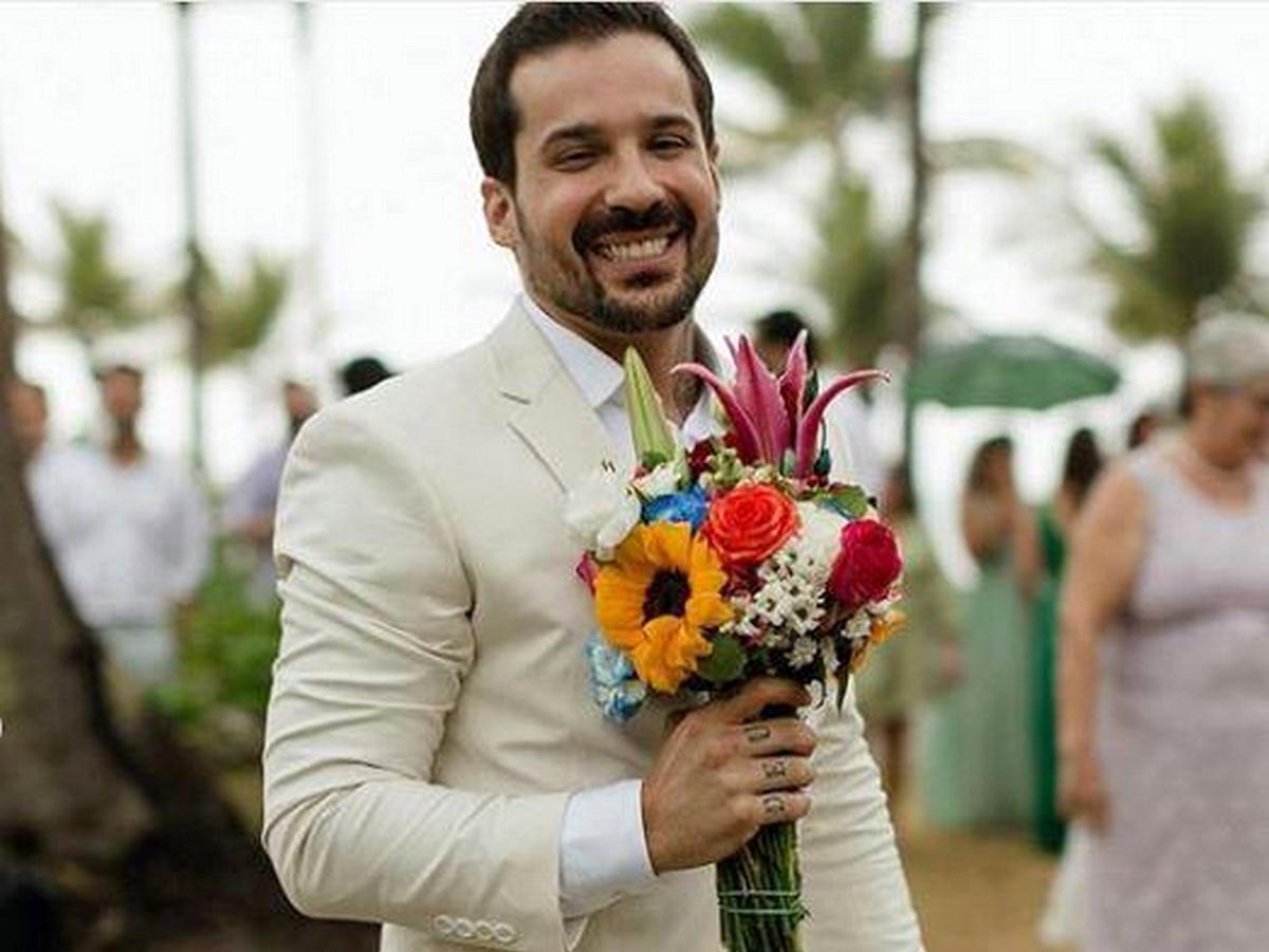 Мужчина так ждал свадьбы, что когда его бросила невеста, женился на себе