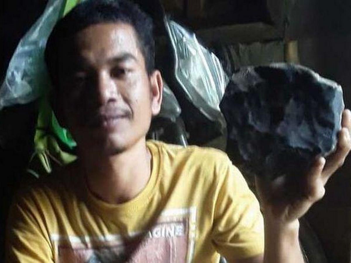 Гробовщик продал пробивший крышу его дома метеорит за $1,9 млн (ФОТО)