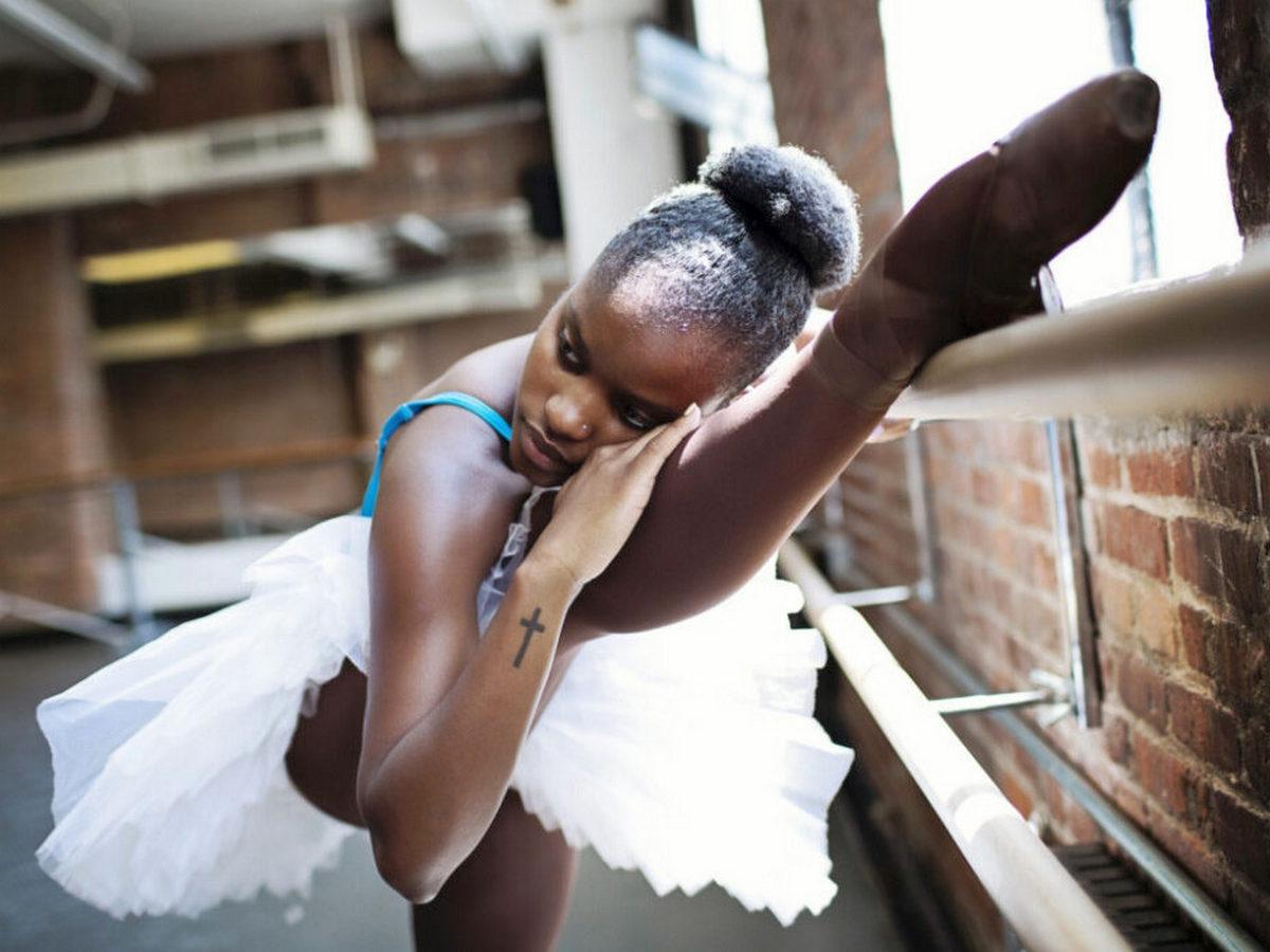 Балерина полностью обнажилась для обложки глянцевого журнала