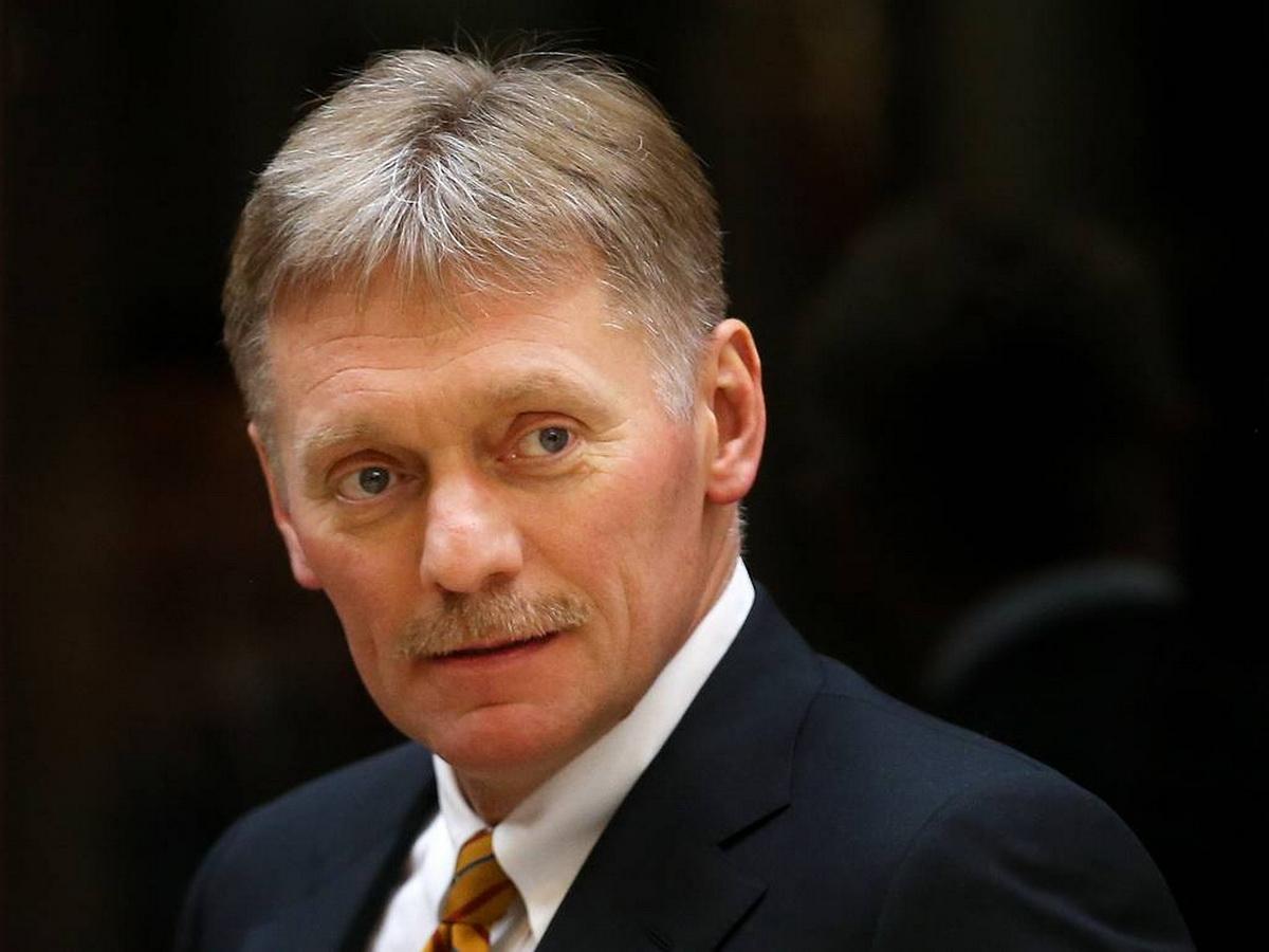 Кремль дал совет разорвавшему портрет Путина депутату