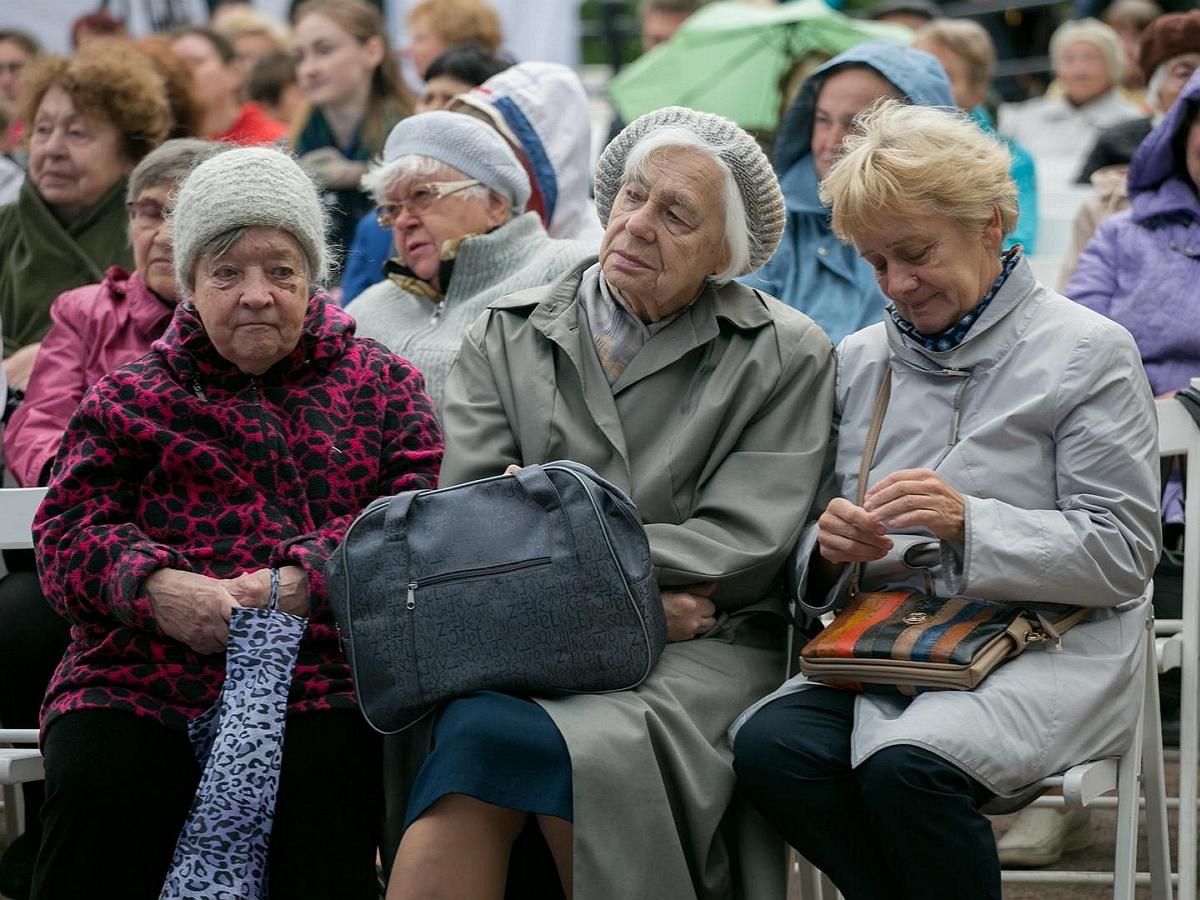 """""""Это цинизм!"""": депутат Госдумы возмутился затеянной властями проверкой пенсионеров на допдоходы"""