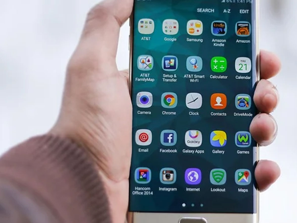 смартфоны в России предустановят 17 программ